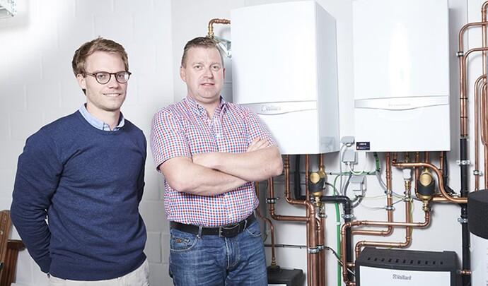 Joost, ingénieur commercial chez Vaillant et installateur Peter Peeters