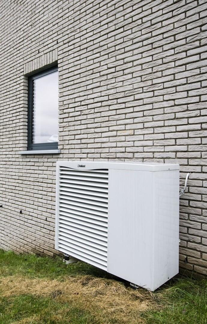 Il y a quelques années, le coût de l'installation d'une pompe à chaleur était plus important. Il pouvait être environ 30% plus élevé que celui d'autres systèmes de chauffage.