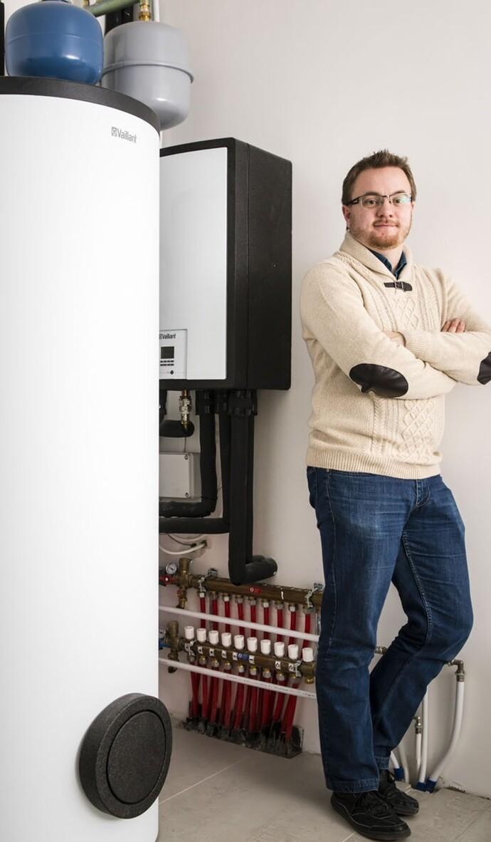 Julien Baugnies, bedrijfsleider van Blue Energy Concept, raadt voor een nieuwbouw de warmtepomp aroTHERM VWL 115 aan.