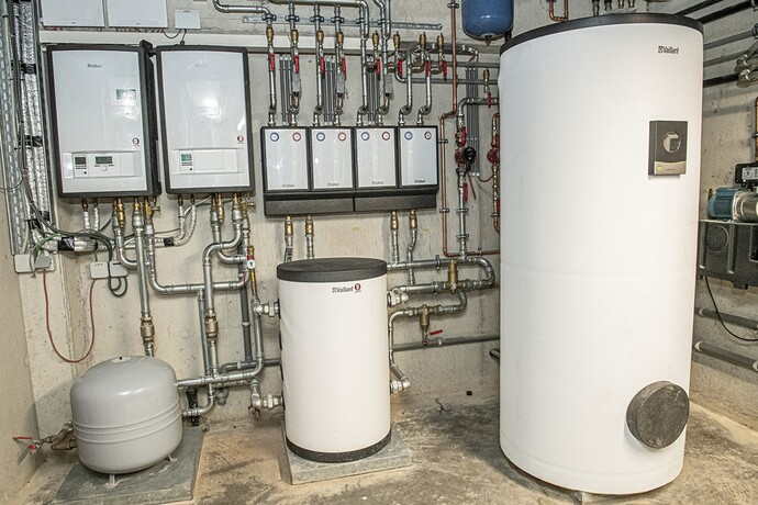 twee aroTHERM split VWL 125/5 AS lucht/waterwarmtepompen met uniSTOR warmwaterboiler: inhoud 500 l